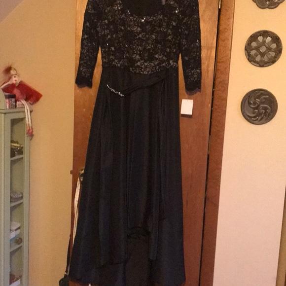 R & M Richards Dresses & Skirts - Black midi dress